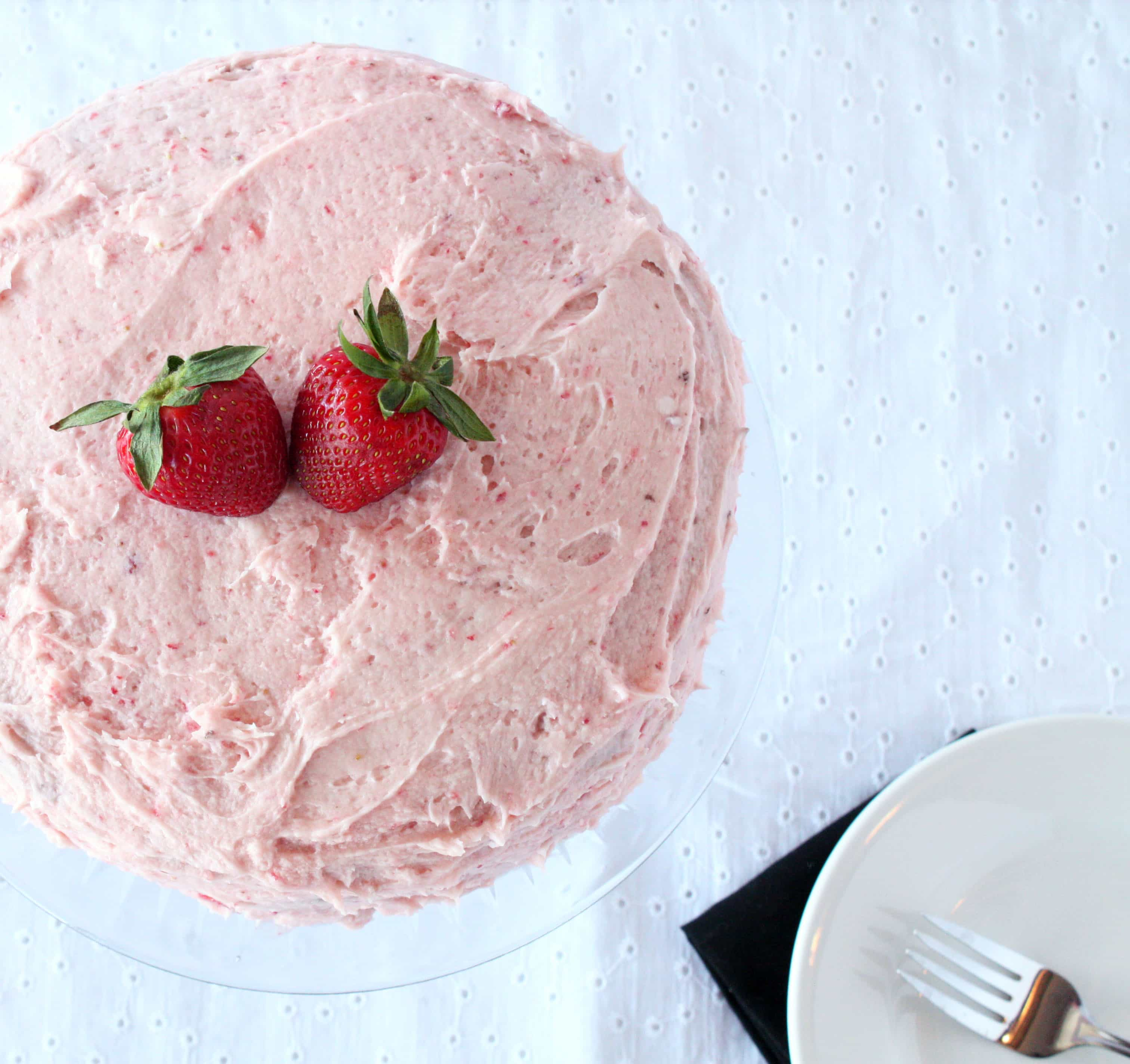 ... Cake with Fresh Strawberry Buttercream Frosting – Cake 'n Knife