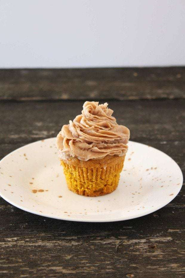 Pumpkin Cupcakes with Cinnamon Chocolate Buttercream Frosting – Cake ...