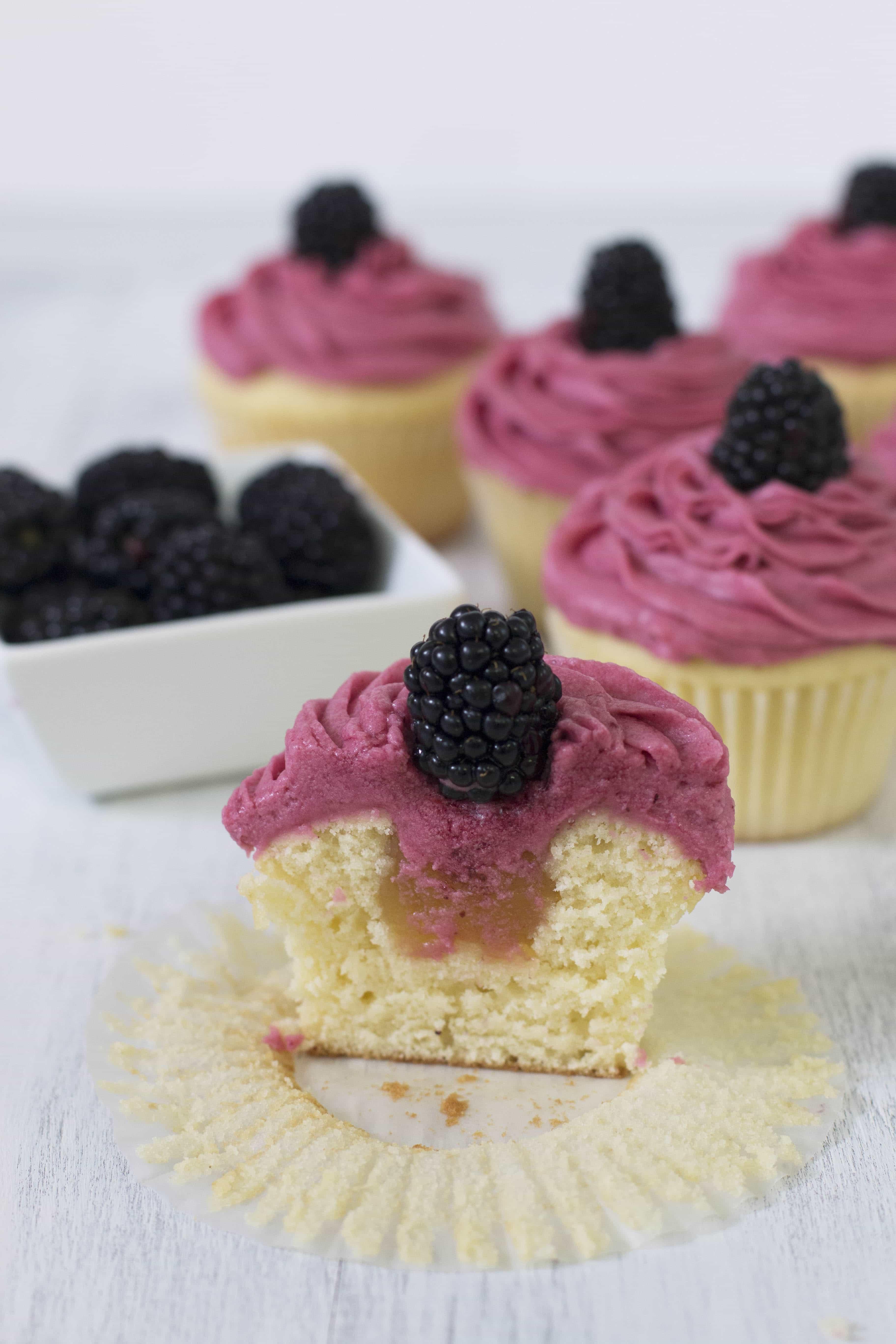 Vanilla Cupcakes with Lemon Curd Filling & Blackberry ...
