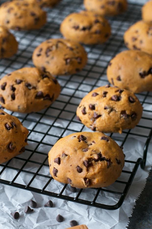 Caramel Stuffed Pumpkin Cookies   cakenknife.com #pumpkinspice #pumpkinpie