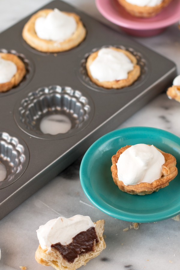 Mini Cream Pies with 3 fun flavors | cakenknife.com