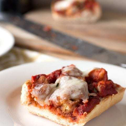 30 Minute Chicken Parmesan French Bread Pizza | cakenknife.com