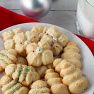 Holiday Spritz Cookies | cakenknife.com