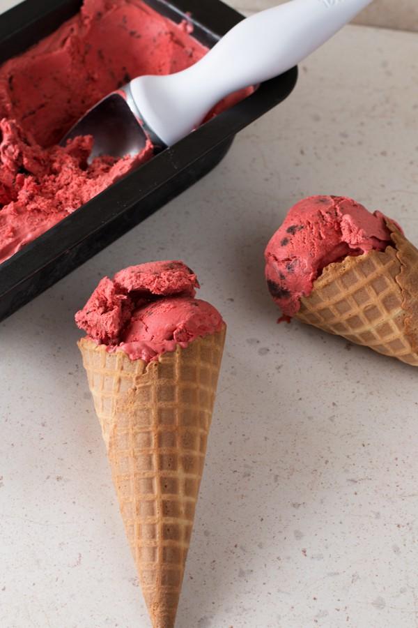 Red Velvet Ice Cream with Brownie Chunks   cakenknife.com