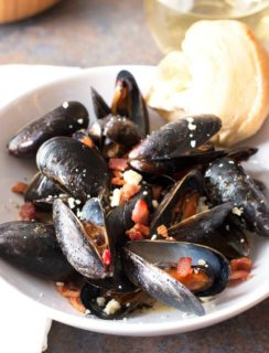 Bacon Gorgonzola Mussels | cakenknife.com