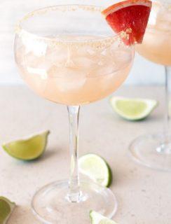 Grapefruit Margarita | cakenknife.com