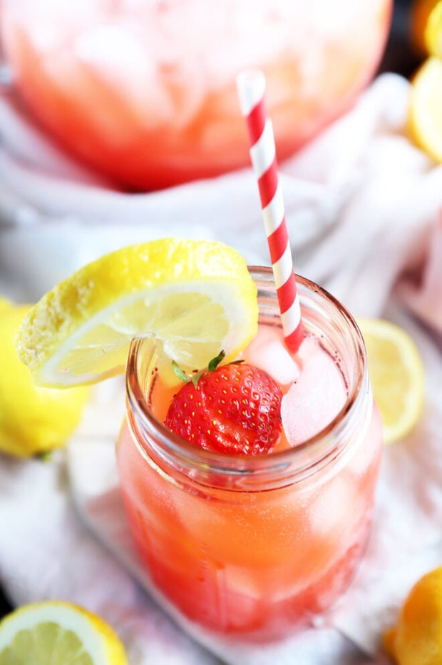 Vodka strawberry lemonade in mason jar