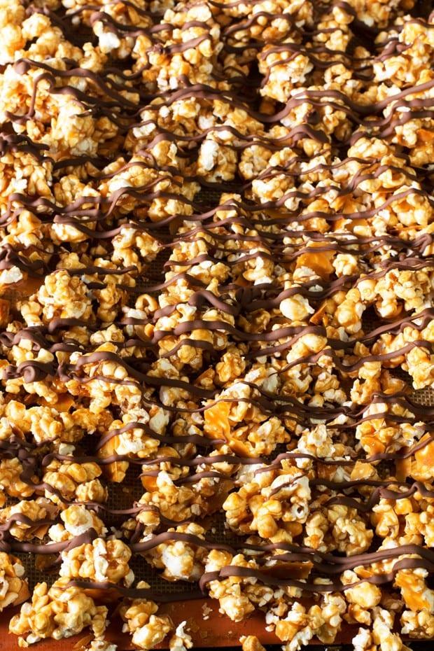 Snickers Popcorn + Popcorn Week Giveaway! | cakenknife.com