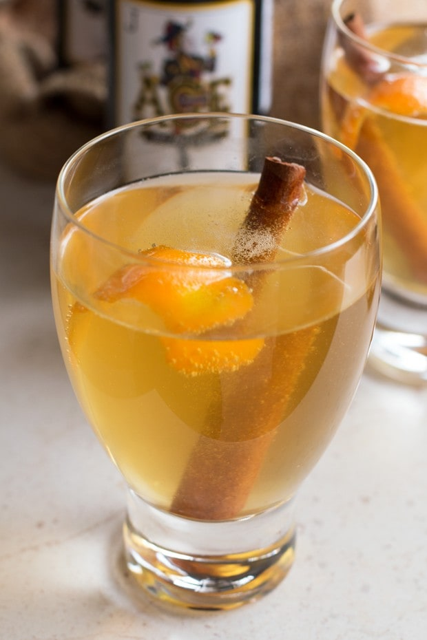 Apple Cinnamon Hard Cider Cocktail | cakenknife.com