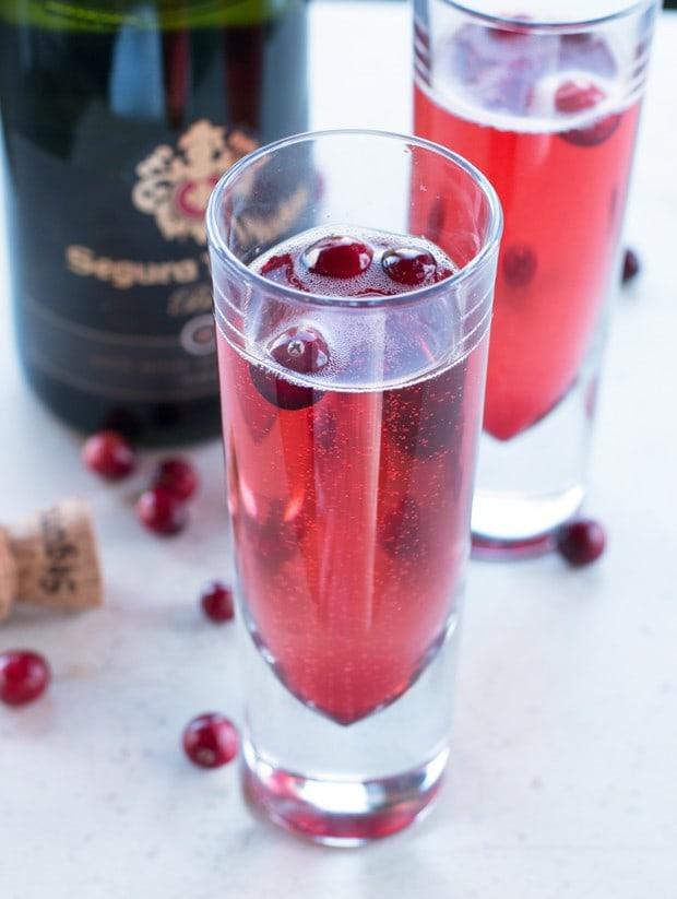 Cranberry Spice Sparkler Cocktail #blogsgivingdinner | cakenknife.com