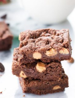 Chewy Double Chocolate Peanut Butter Cookie Bars + The Sweetest Season KitchenAid® Mixer (& more) Giveaway! | cakenknife.com