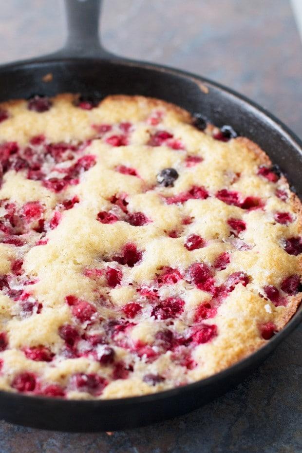Christmas Cranberry Cobbler – Cake 'n Knife