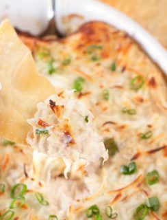 Crab Rangoon Dip with Crispy Won Ton Chips | cakenknife.com