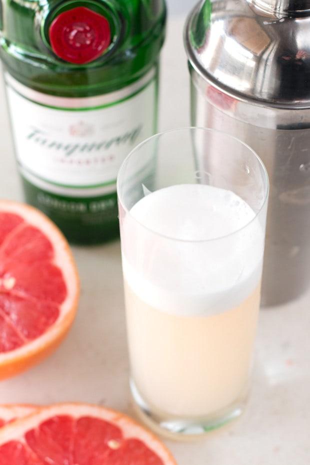 Grapefruit Gin Fizz | cakenknife.com