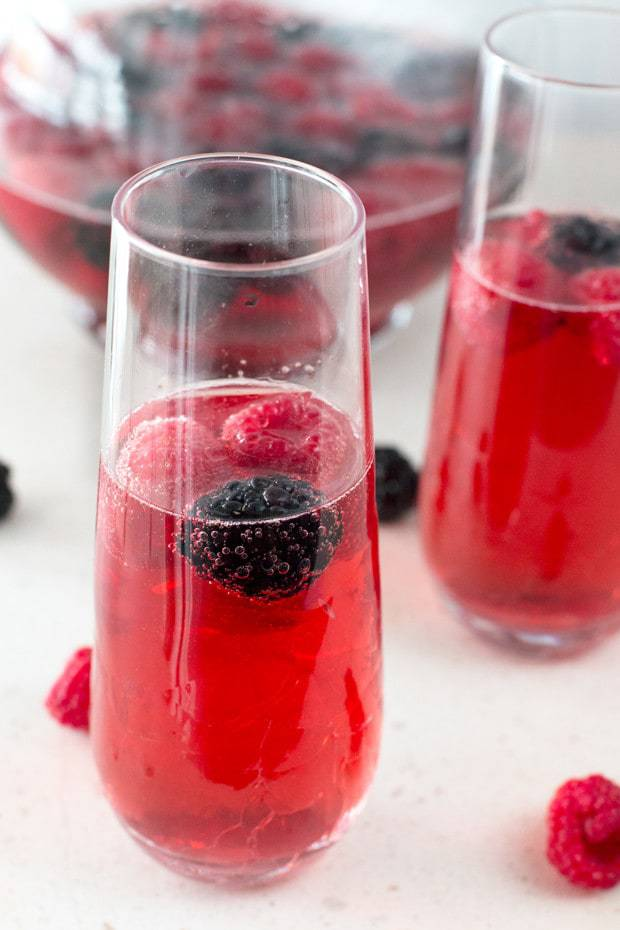 Valentine's Day Sparkling Sangria | cakenknife.com