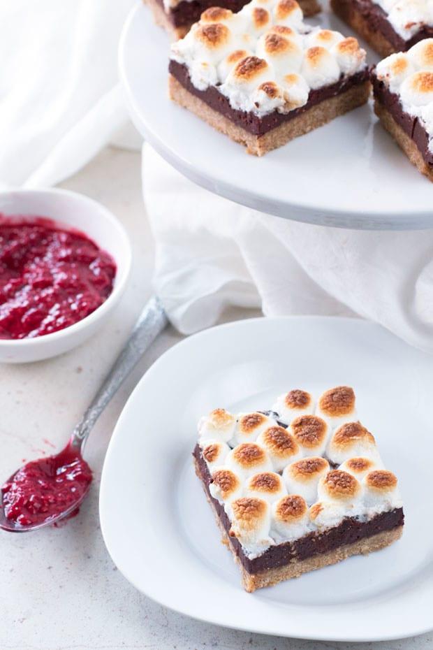 Raspberry S'mores Bars | cakenknife.com