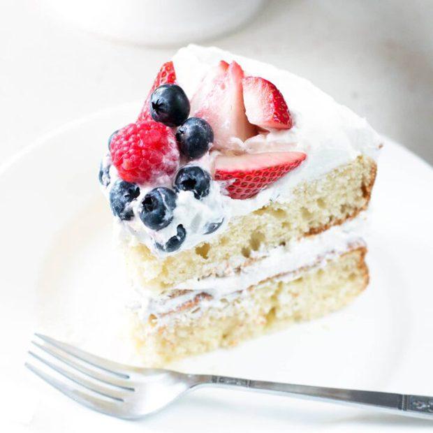 Mixed Berry Vanilla Bean Cake | cakenknife.com