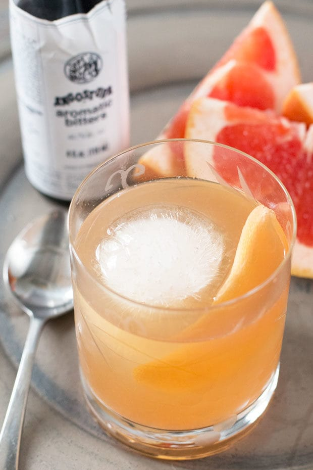 Sparkling Grapefruit Old Fashioned | cakenknife.com