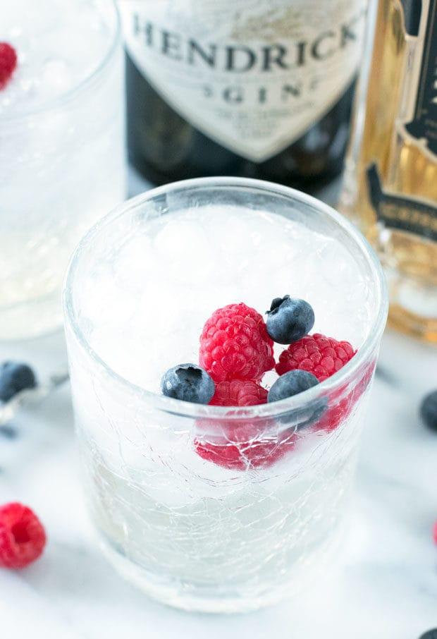 Berrylicious Gin & Tonic | cakenknife.com