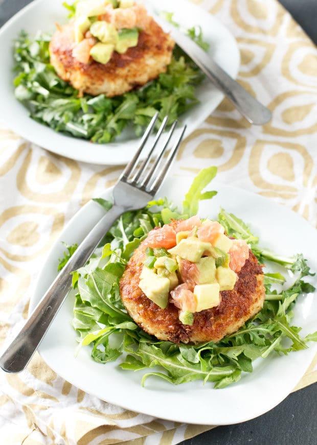 Crispy Crab Cakes with Avocado Grapefruit Salsa | cakenknife.com