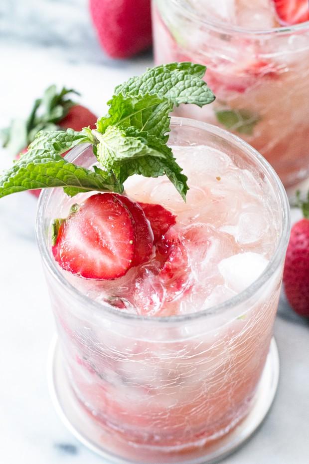 Strawberry Mint Julep | cakenknife.com