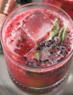 Blackberry Basil Bourbon Smash | cakenknife.com