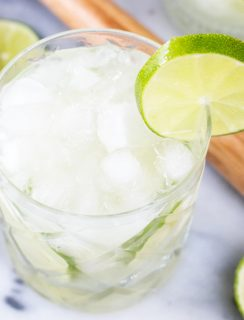 Caipirinha Recipe is perfect to celebrate the Rio 2016 Olympics! | cakenknife.com