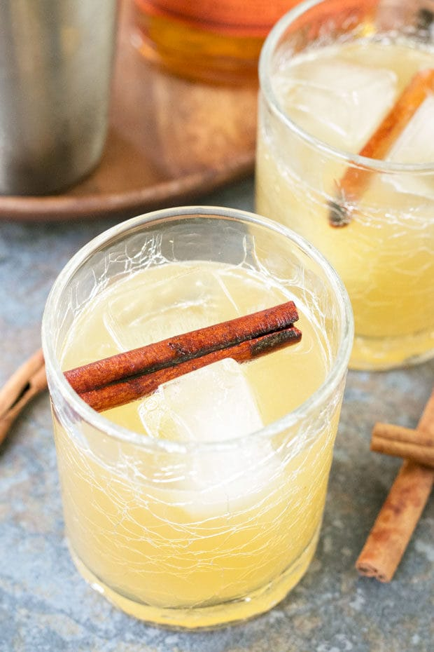 Cinnamon Whiskey Sour | cakenknife.com
