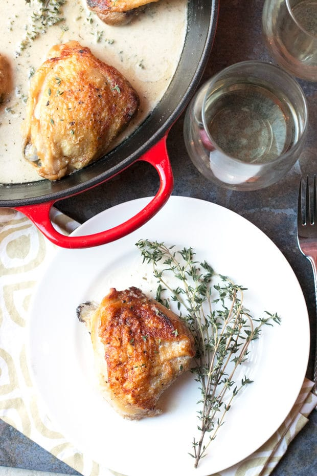 Creamy White Wine & Garlic Roasted Chicken Thighs | cakenknife.com