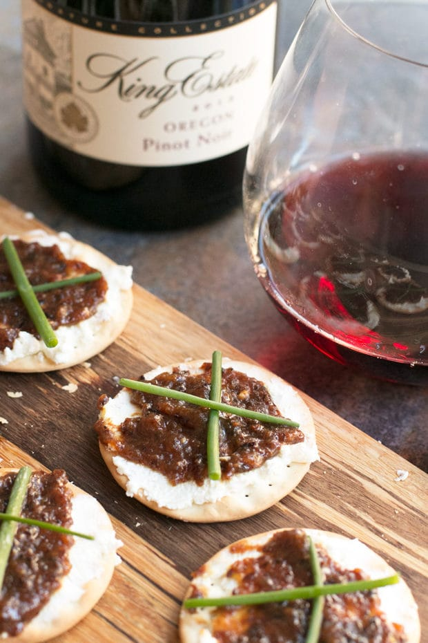 Holidays Made Easy: VinoPair Food & Wine Subscription Boxes + a Giveaway! | cakenknife.com