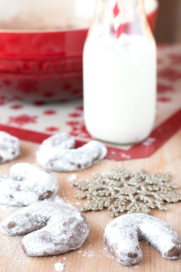Almond Mocha Crescent Cookies | cakenknife.com