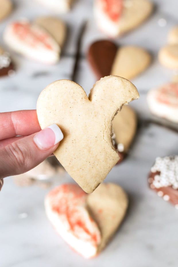 Vanilla Bean Cardamom Sugar Cookies, My Favorite Valentine's Day Menu Ideas | cakenknife.com