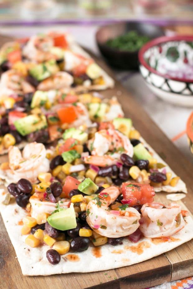 Southwestern Shrimp Flatbread   cakenknife.com #appetizer #party #seafood