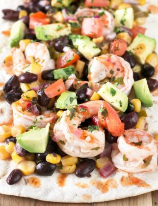 Southwestern Shrimp Flatbread | cakenknife.com #appetizer #party #seafood