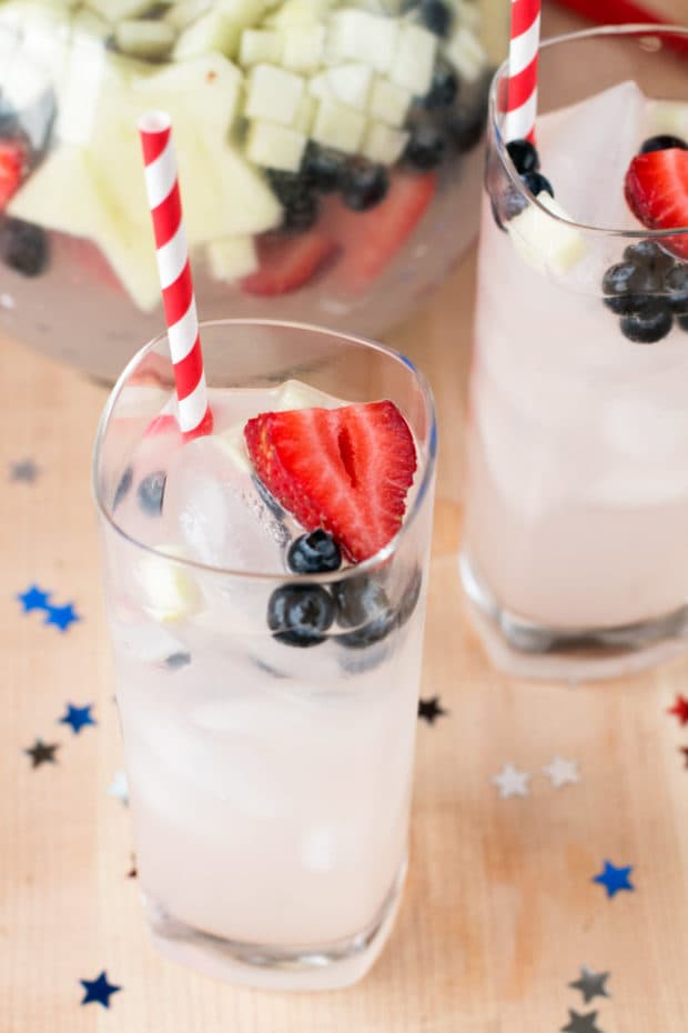 Patriotic Tom Collins Punch | cakenknife.com #july4th #fourthofjuly #cocktail