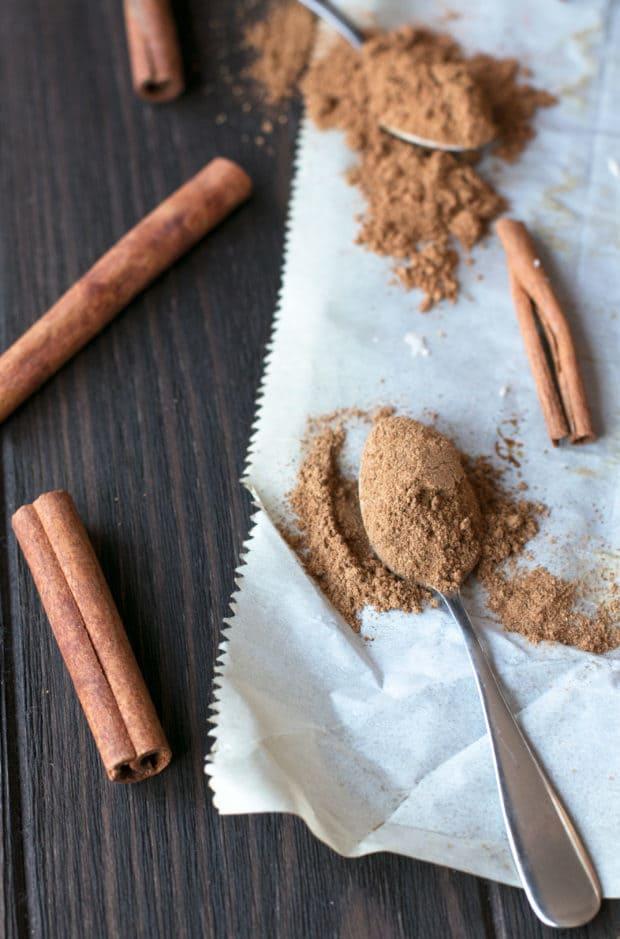 Chai Pumpkin Spice Cinnamon Rolls | cakenknife.com #pumpkinspice #chaispice #fall #breakfast