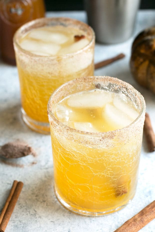 Bourbon Pumpkin Smash | cakenknife.com #cocktail #pumpkinspice #cinnamon #syrup