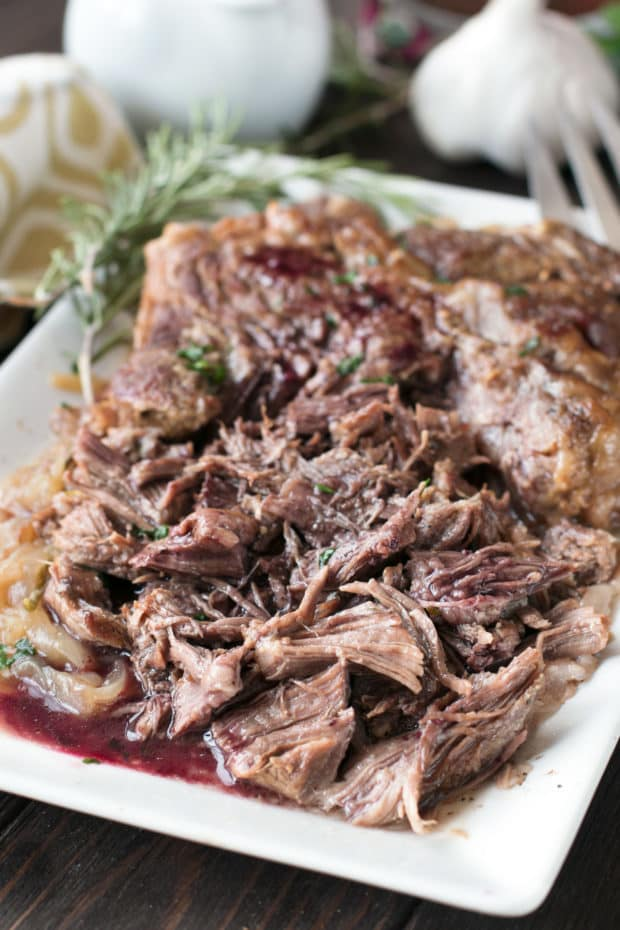 Slow Cooker Garlic Rosemary Pot Roast With Red Wine Sauce Cake N