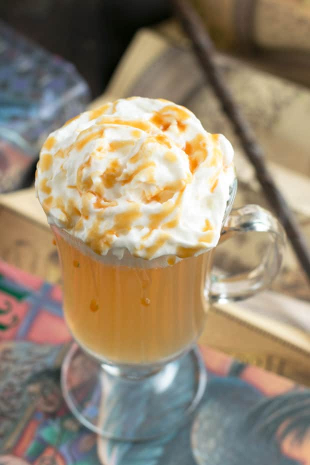 Butterbeer Cocktail (Two Ways!) | cakenknife.com #butterbeer #harrypotter #cocktail