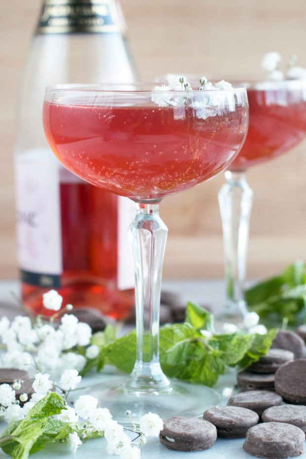 Sparkling Mint Rose Wine Cocktail and Girls' Night In with Oreo Thin Bites!