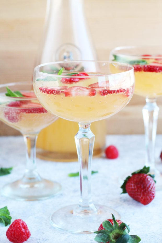 Easy sangria with strawberries photo