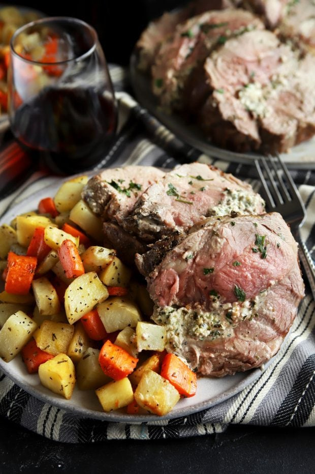 Stuffed sliced leg of lamb with vegetables