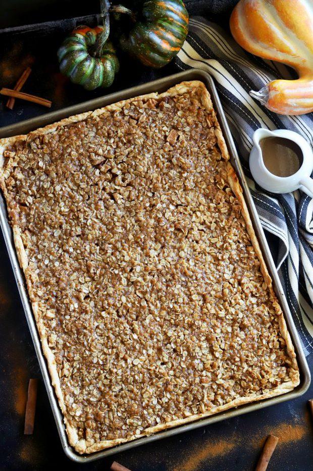 Apple slab pie in the pan
