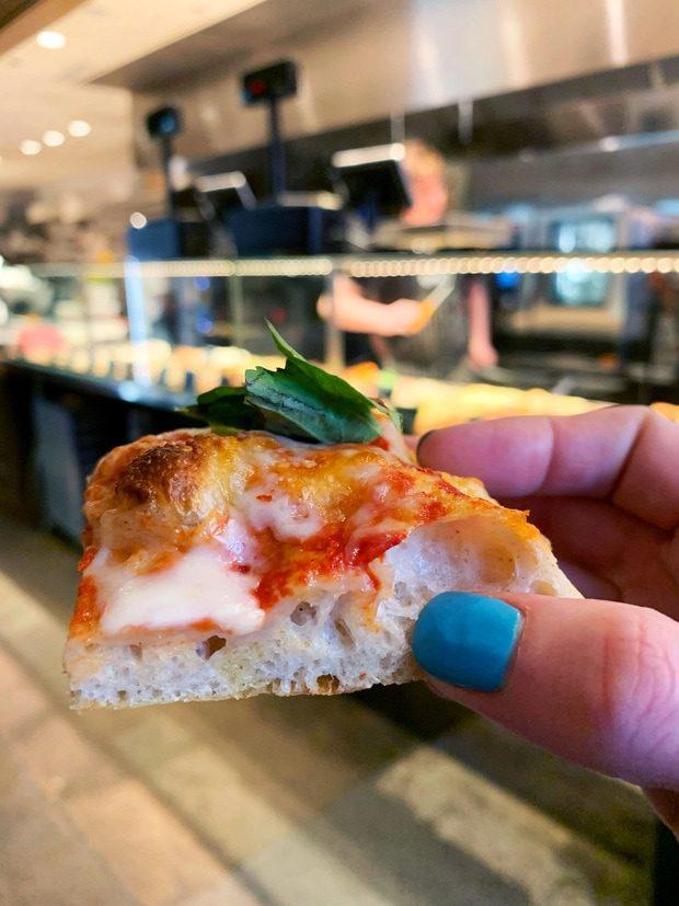 Pizza in Chicago restaurant