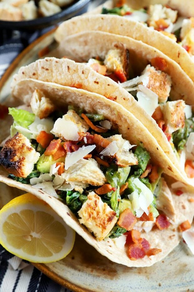 Close up photo of chicken tacos