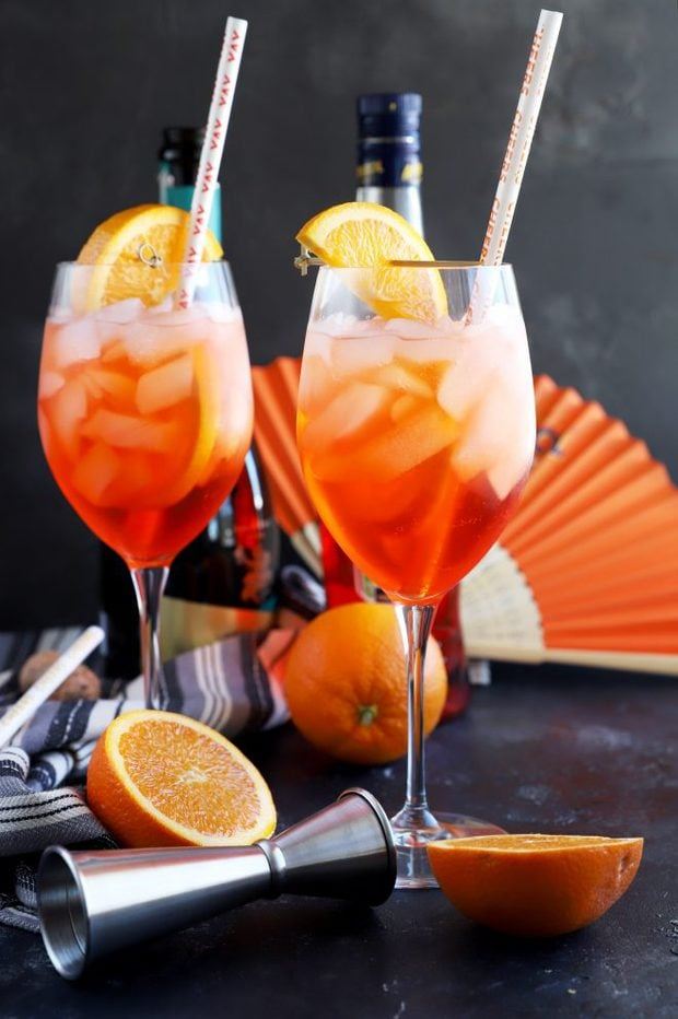 Side photo of cocktails with straws