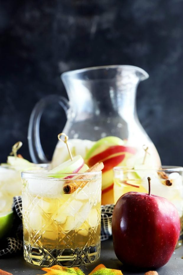 Side shot of apple pie sparkling sangria in glasses