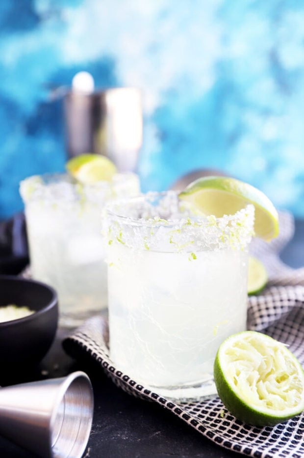 Side photo of margaritas in glasses photo