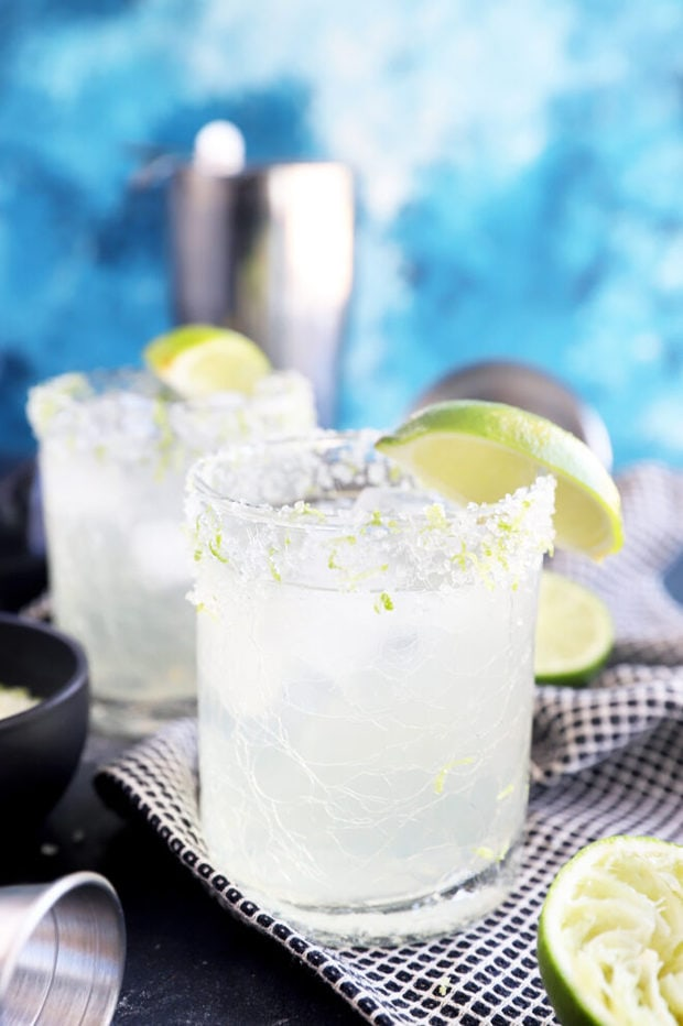 Side photo of margaritas in glasses image