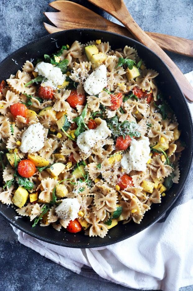Overhead photo of veggie pasta